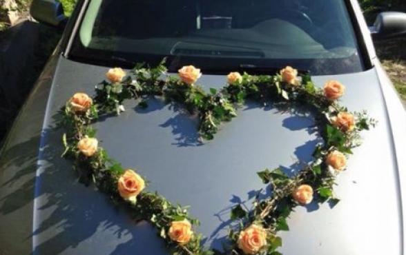 décoration capot  voiture de mariage